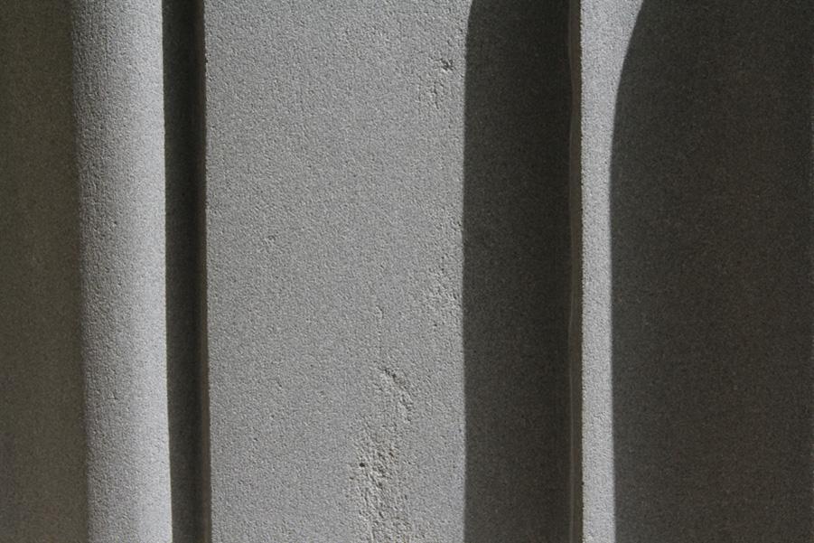 Guido N.Zingari, maggio 2013, Montececri. Blocco di pietra serena modellato da Enrico Papini