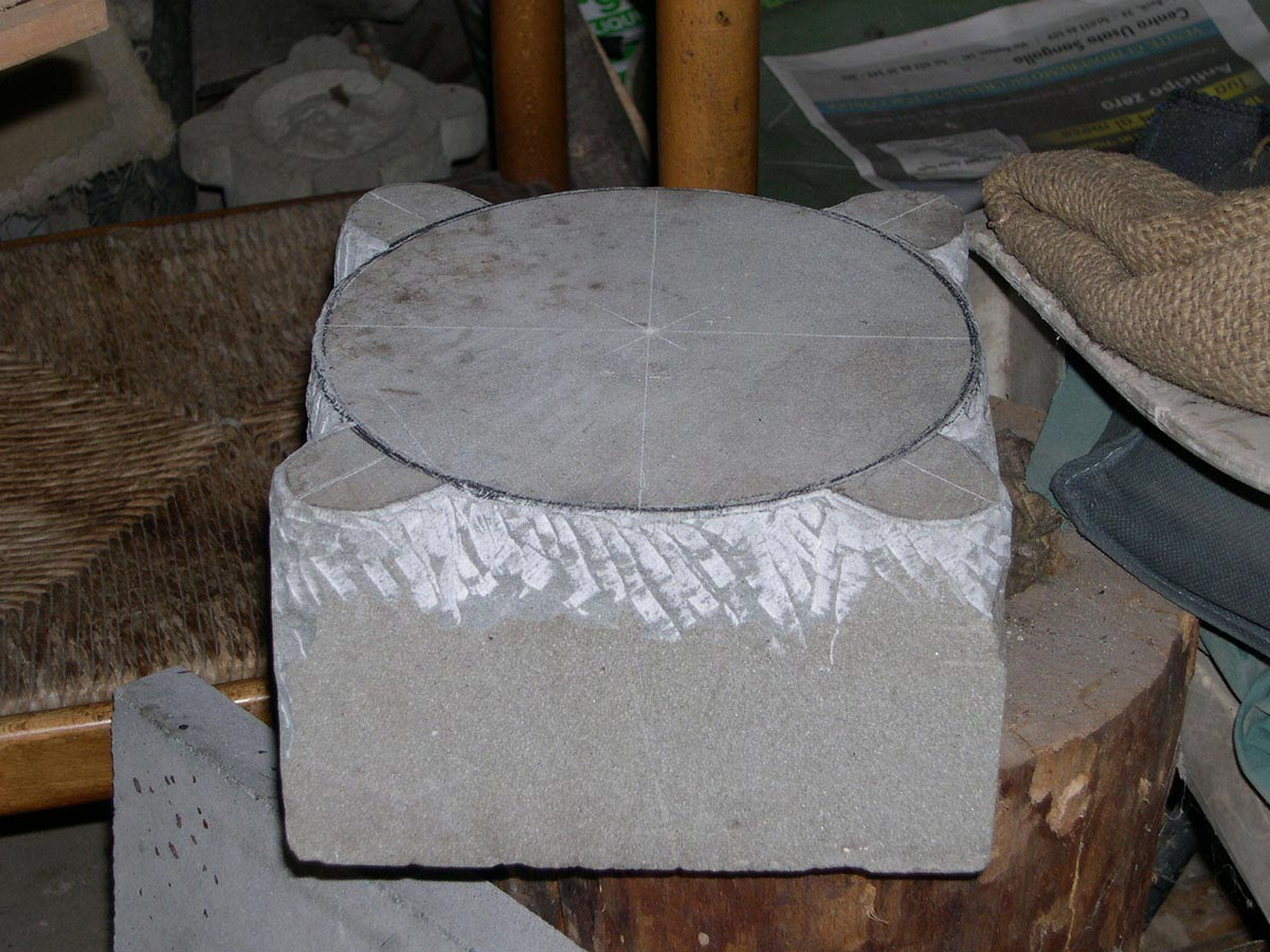 Guido N. Zingari, maggio 2014, Montececeri. Lavorazione di un mortaio in pietra serena