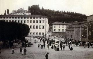 <em>Collezione R.Jahier, 1880 ca., Piazza Mino, Fiesole. Vista del seminario e della salita per San Francesco</em>