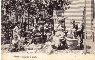 Collezione R. Jahier, Fiesole, Fabbrica Marchini, lavoratrici della paglia. Cartolina