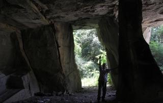 Guido N. Zingari, maggio 2014, Montececeri. Enrico Papini all'interno di una vecchia cava