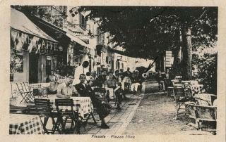 """Collezione R.Jahier, 1940, Fiesole. L'antico caffè """"Falli"""" in Piazza Mino"""