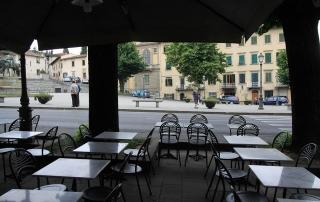 Guido N. Zingari, giugno 2014, Fiesole. Tavolini all'aperto in Piazza Mino