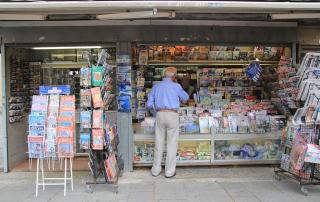 Guido N. Zingari, giugno2014, Fiesole. Il giornalaio di Piazza Mino